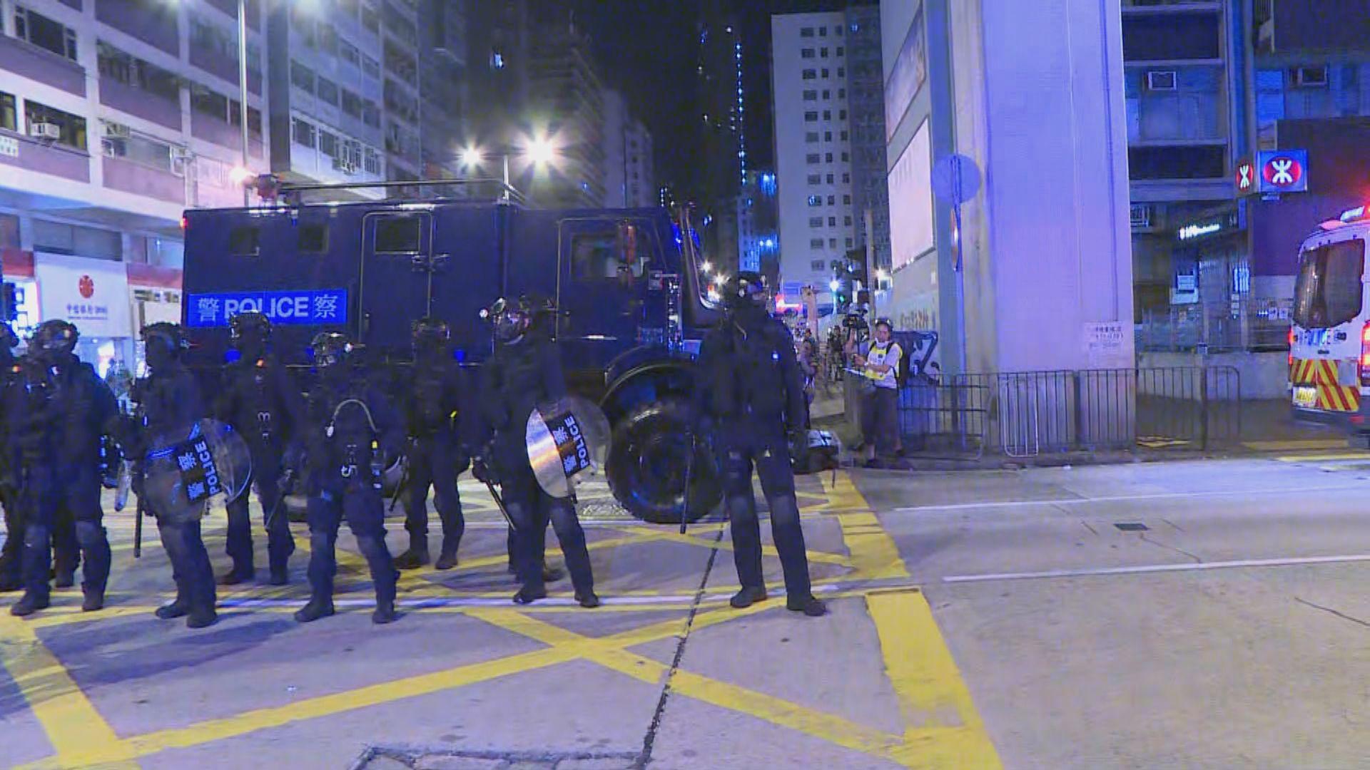 警方首度在旺角出動裝甲車驅散示威者