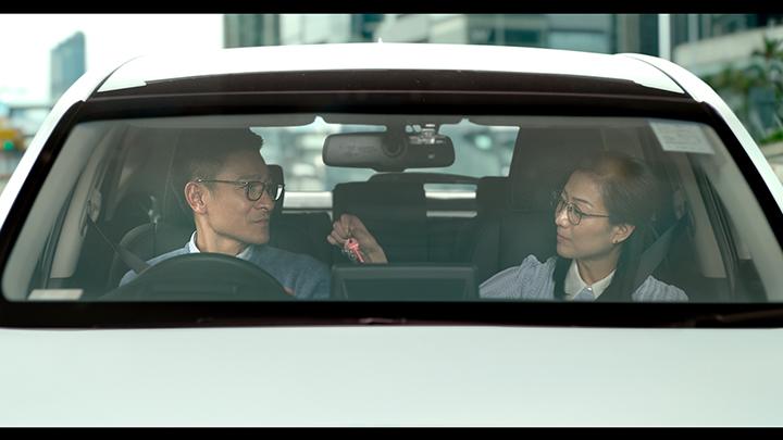劉德華(左)