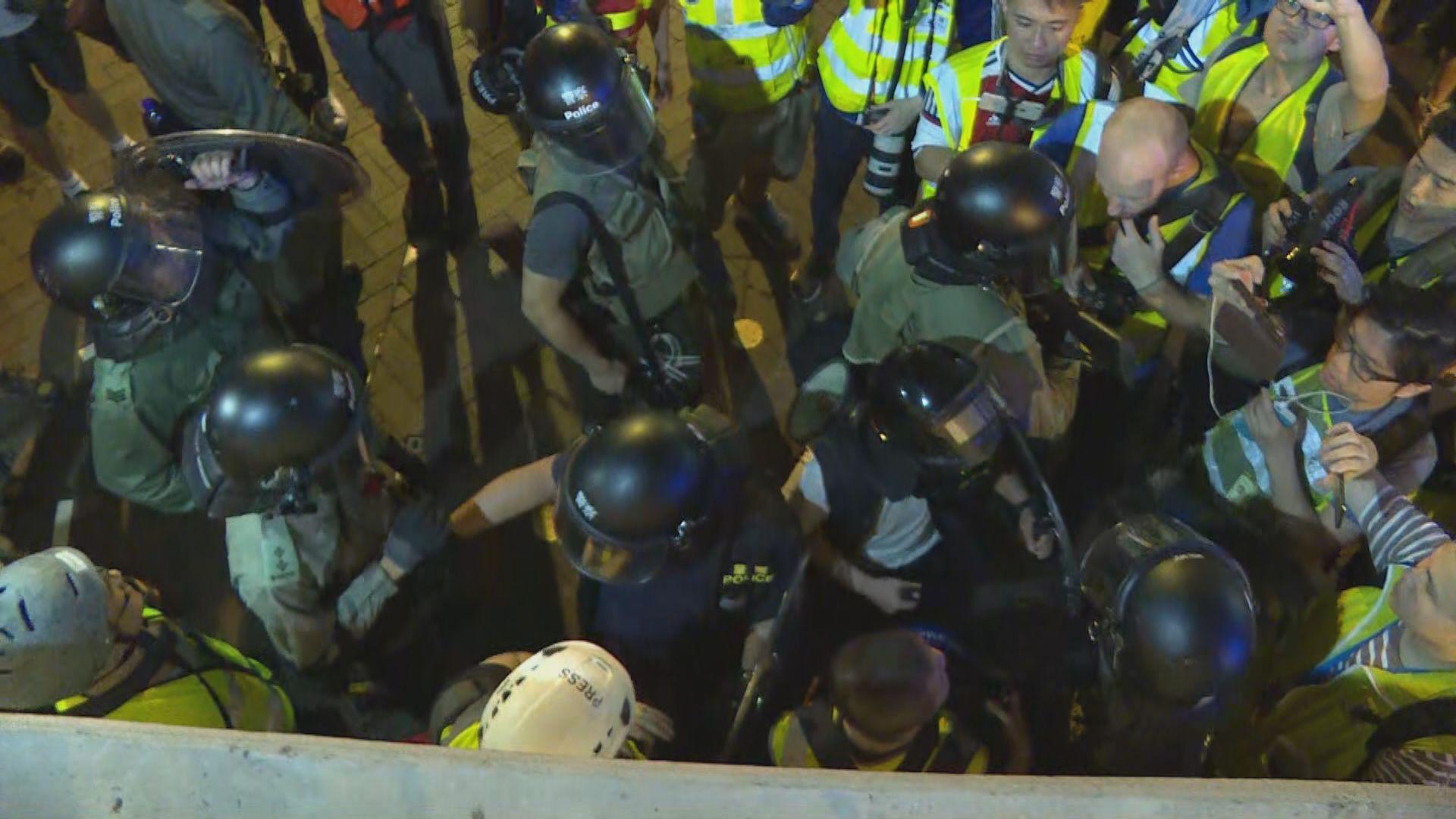 【不斷更新】入夜後太子站外有示威者堵路