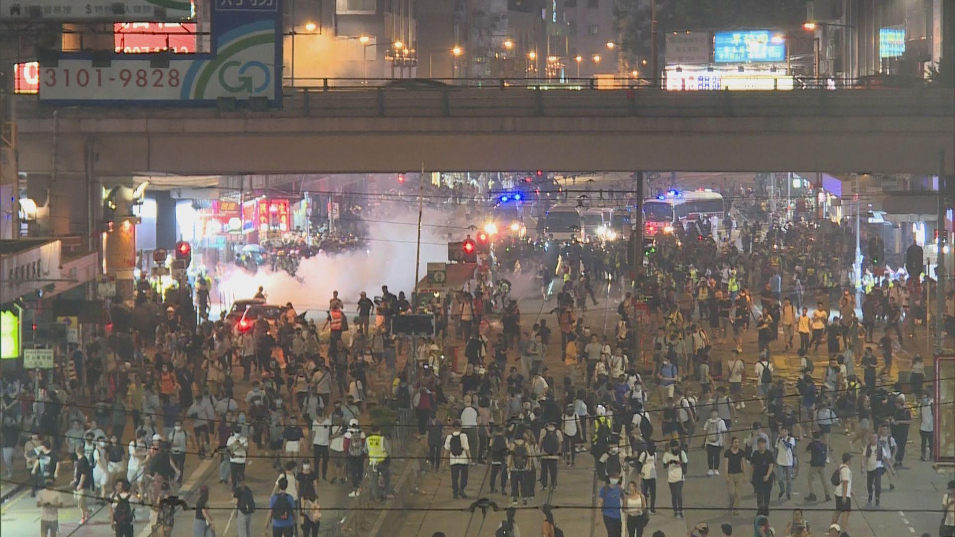 【不斷更新】入夜後示威者在灣仔一帶縱火