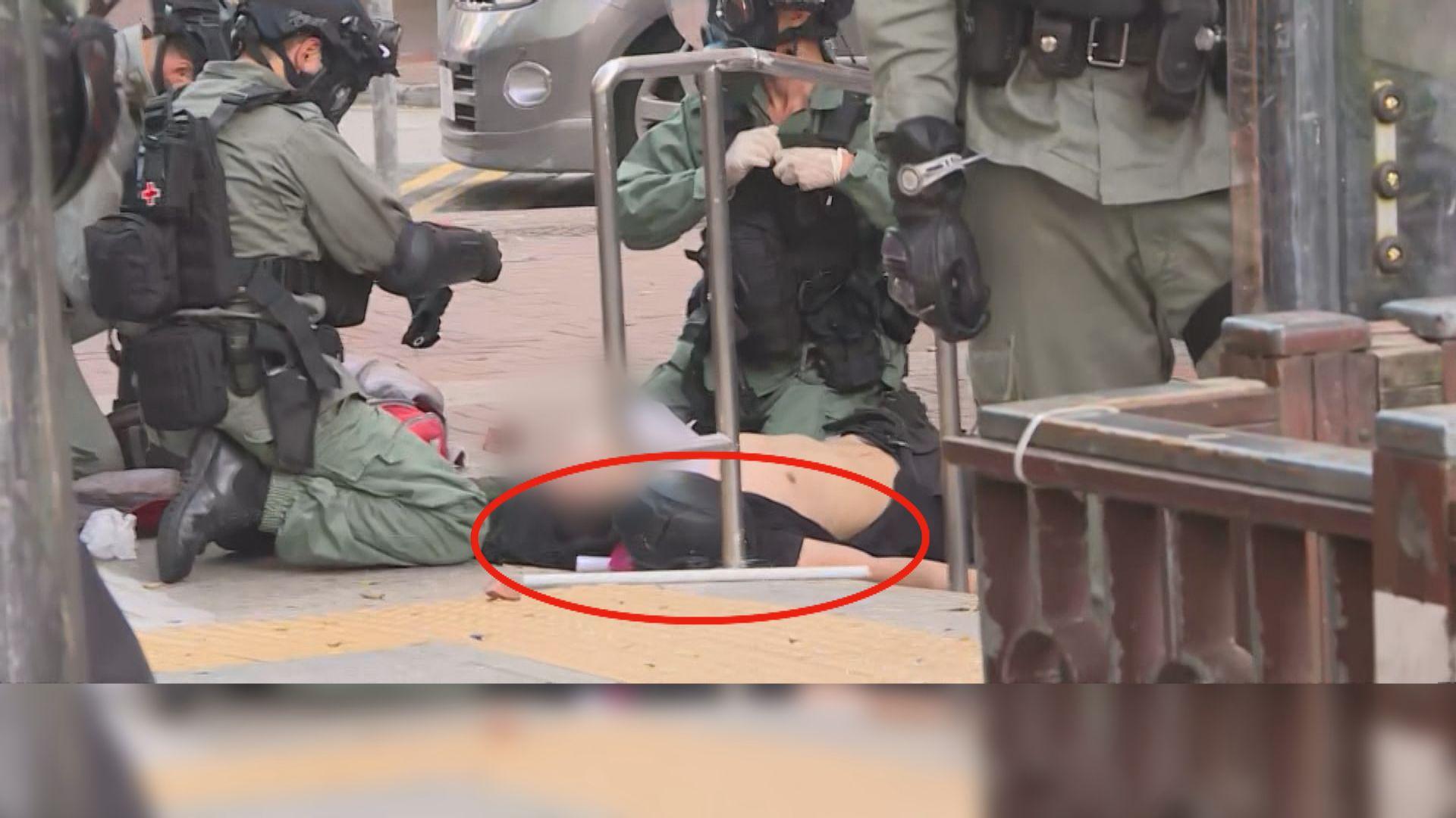 荃灣中槍男生倒地後 白色長通跌在身旁