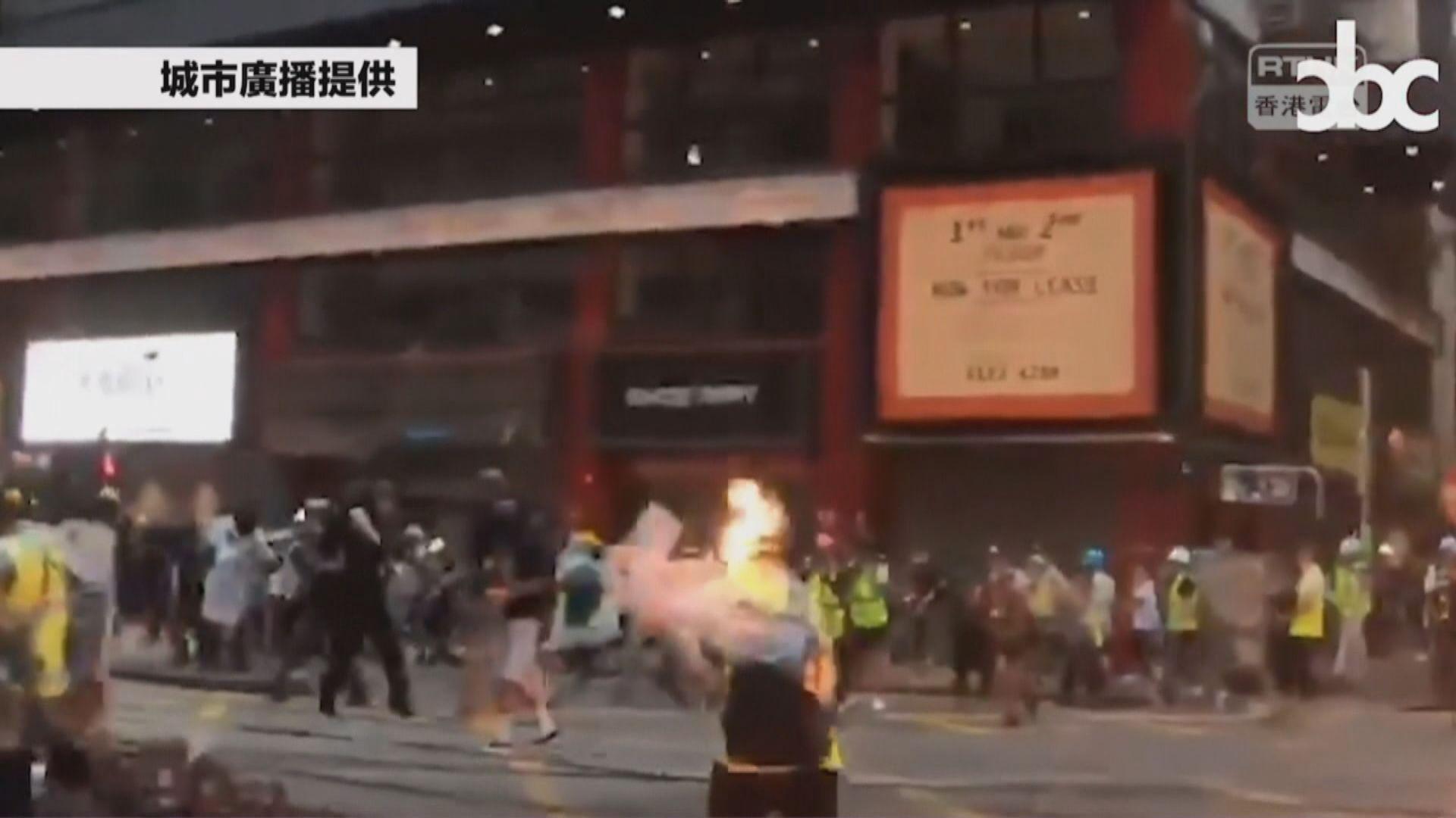 港台電視部記者灣仔被汽油彈擲中 左面燒傷情況嚴重