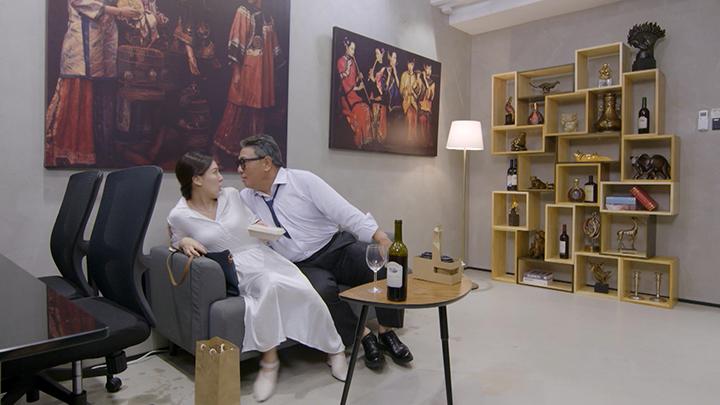 王敏奕被樓南光大伸「鹹豬手」博懵!
