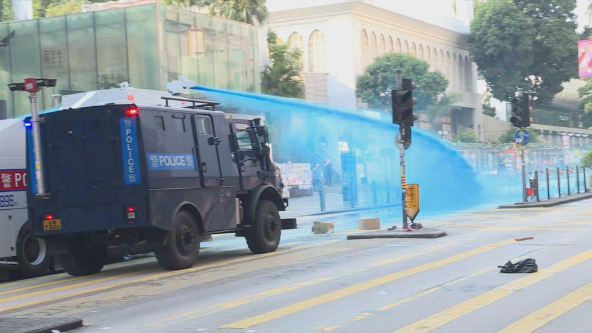 【即日焦點】警稱昨驅散行動目的包括保護清真寺 印度協會前主席指警方執法過界;澳媒集體開天窗抗新聞自由遭打壓