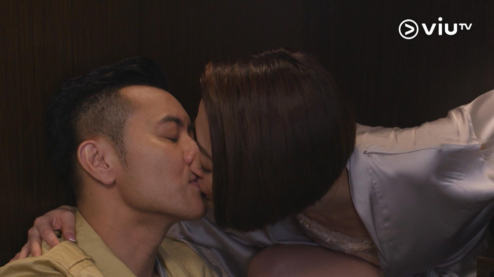 梁漢文在戲中因與太太沒性關係,毅然向外求。