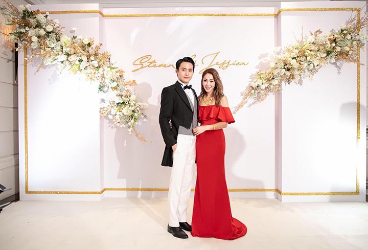 Jessica穿上紅色禮服大曬香肩