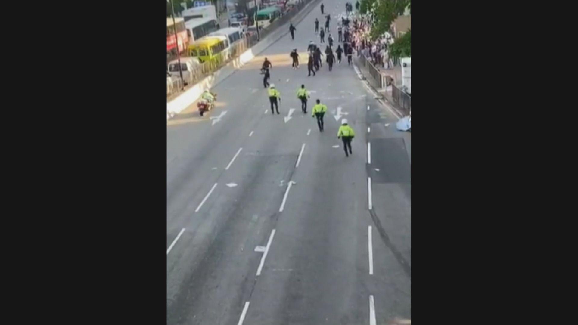 涉駕駛電單車衝向人群的警員正放取病假