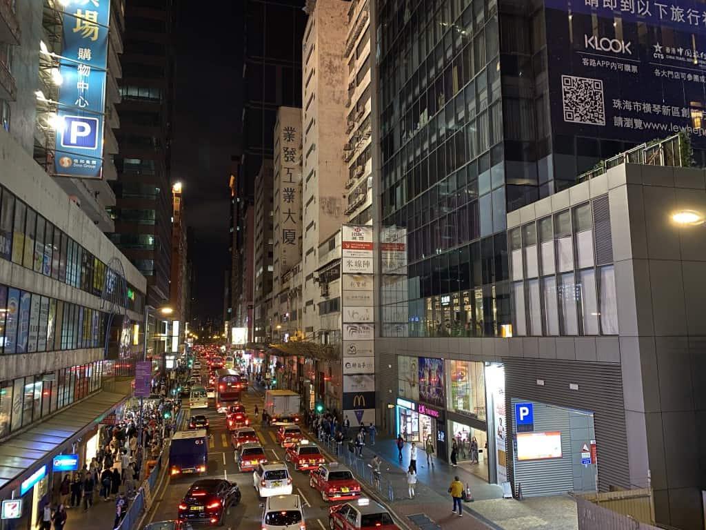 iPhone 11 Pro的夜間模式曝光時間就不及Mate30 Pro,令相片氣氛一般。