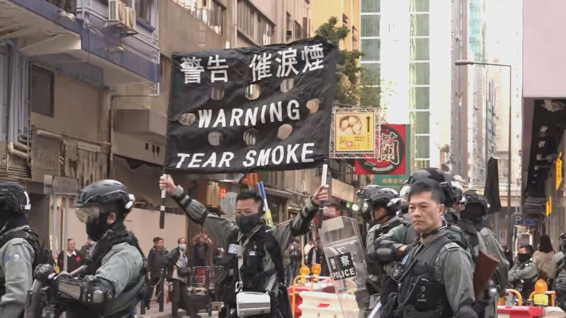 【現場報道】民陣下午遊行 波斯富街防暴警一度舉黑旗