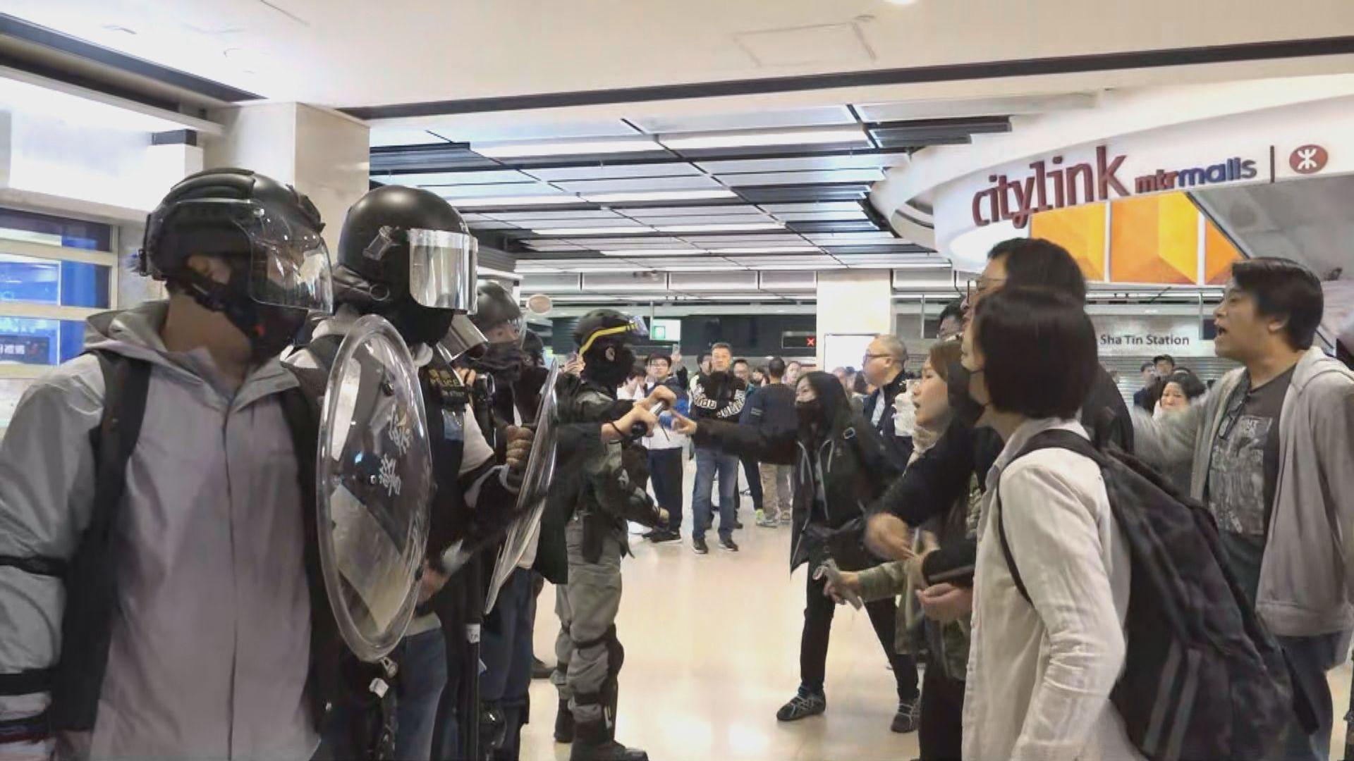 【現場報道·新城市廣場】警員制服多人 情況混亂市民走避