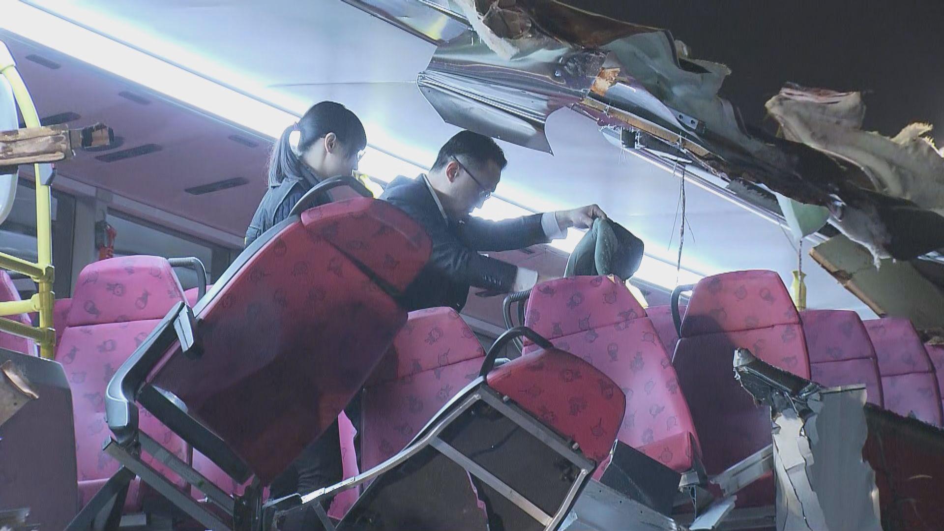 九巴粉嶺公路撞樹釀6死39傷 巴士損毀嚴重