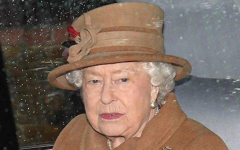 【聽真啲?】家庭會議前夕 英女王首度被拍到公開場合戴助聽器