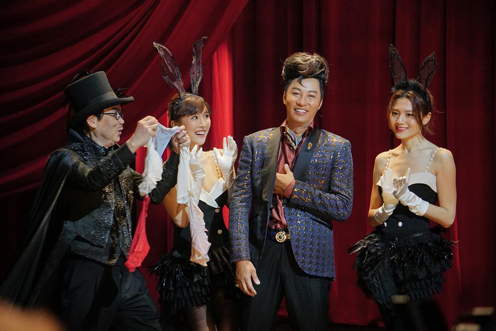 同劇仲有周秀娜(右)、陳靜(左二)等演員