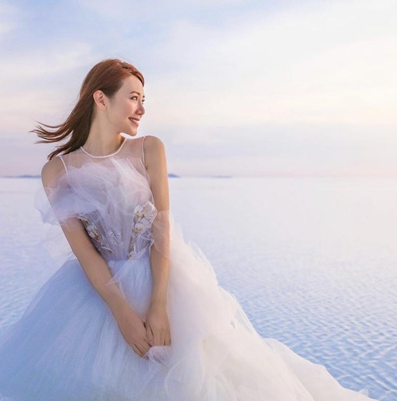 疫情持續倪晨曦晒靚婚照宣布婚宴延期