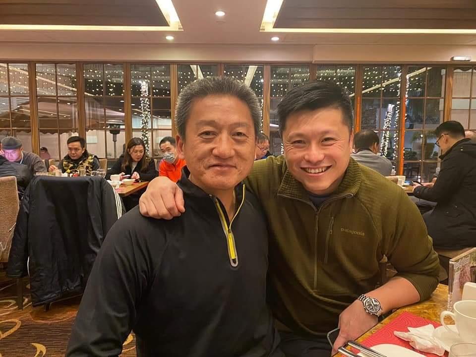 鄧炳強與成龍等藝人齊聚足球隊晚宴 出獄朱經緯都有份