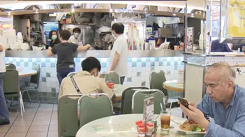 消息︰政府明起限食肆坐半客 每枱最多四人