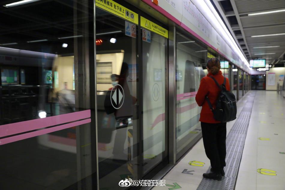 武漢降為中風險區 火車、地鐵及巴士逐步恢復服務