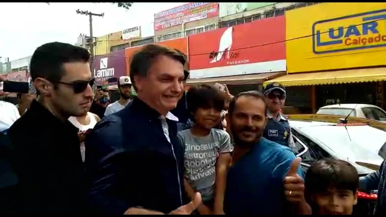 巴西總統博索納羅無視疫情會見支持者