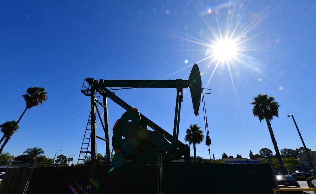 油價今早曾挫逾7%見十七年低位 因全球疫情加劇