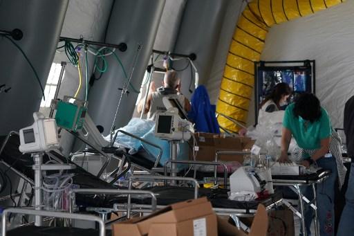 美國紐約臨時醫院周二開始收治病人