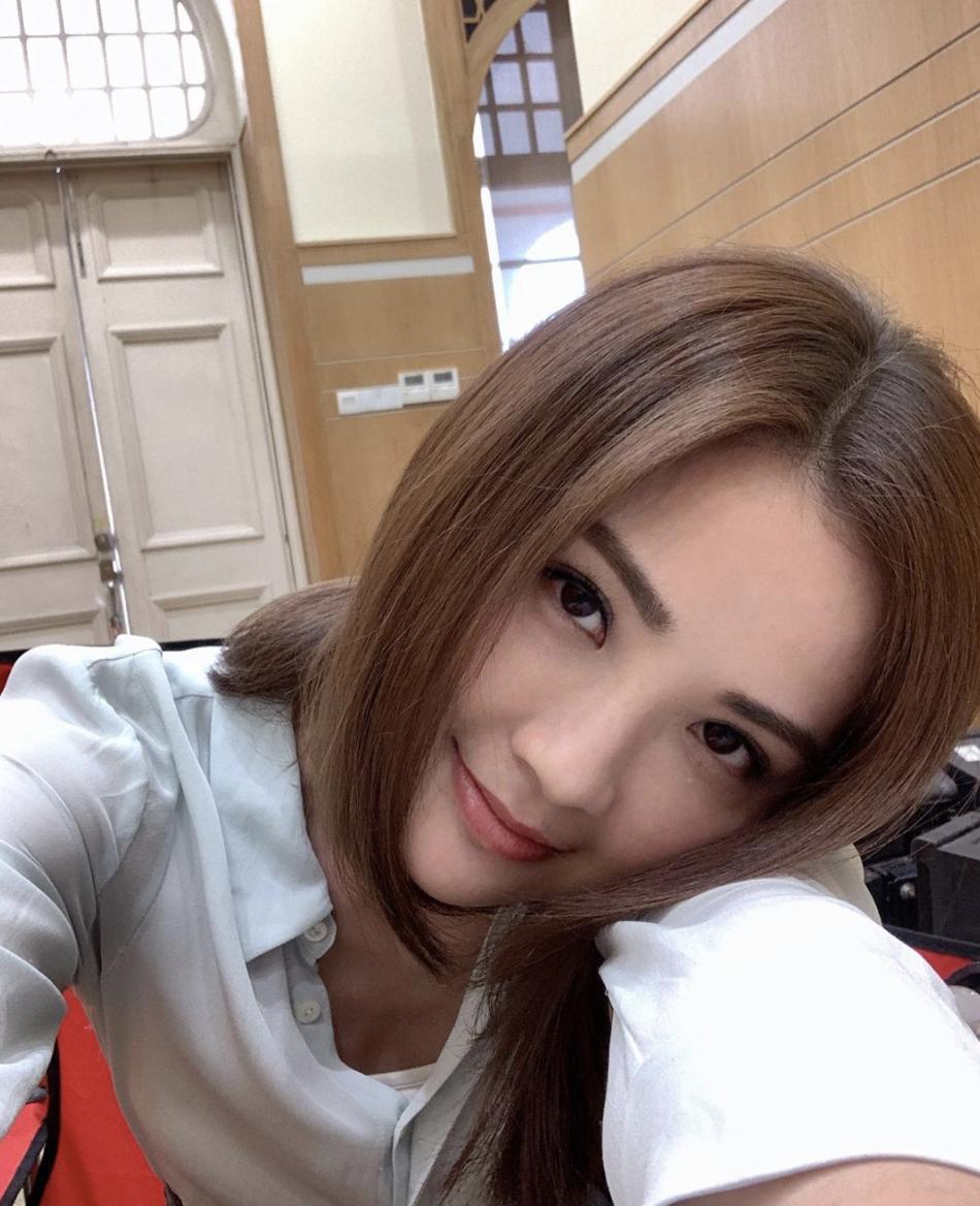 【個樣無變過】蔡卓妍公開小五舊照 網友大讚:由細靚到大!