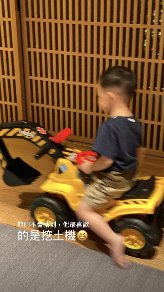 【預祝母親節】余文樂與老婆浪漫睇薰衣草 兼慶仔仔2歲生日