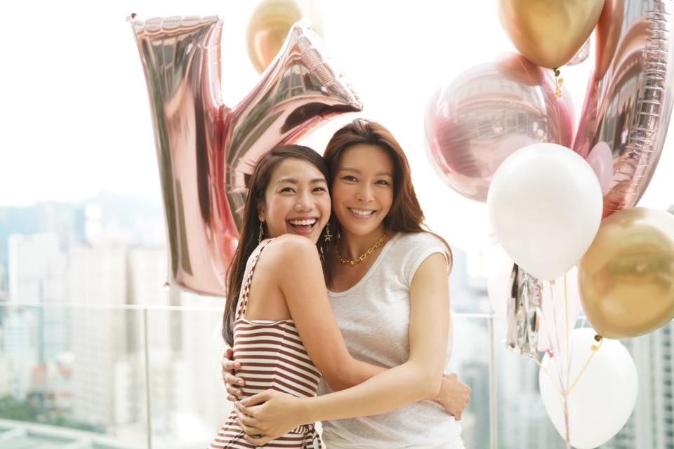 姜麗文(左)