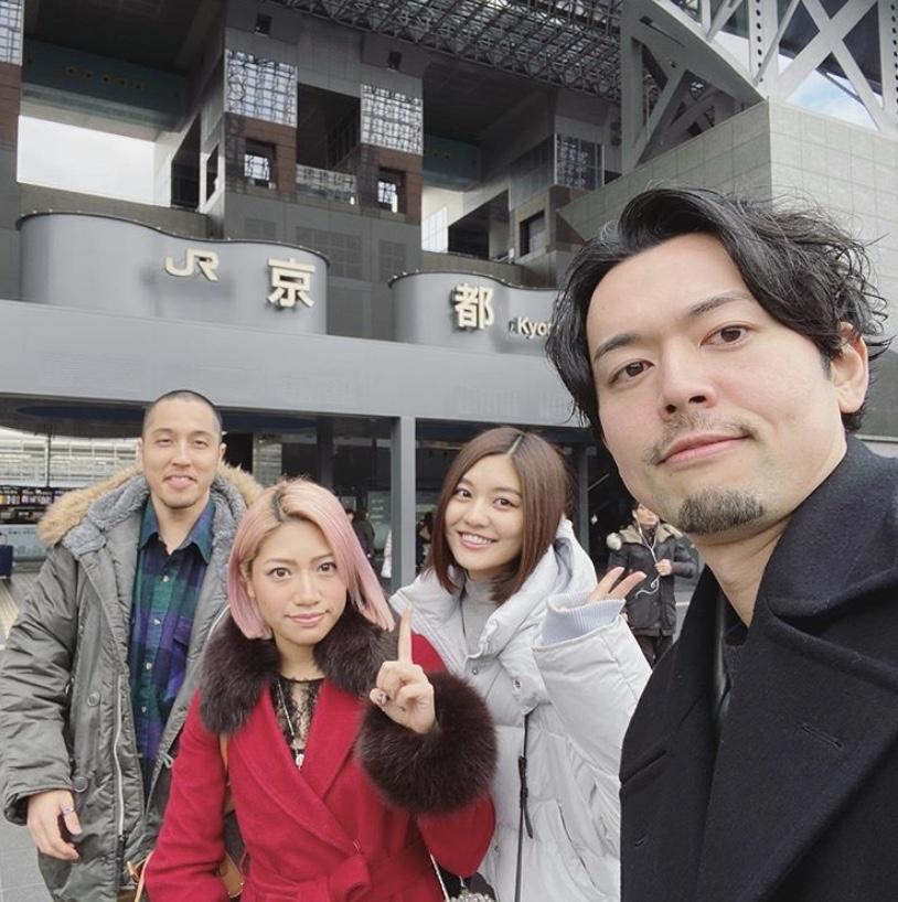 (左起)小林快、木村花、吉田夢及新野俊幸