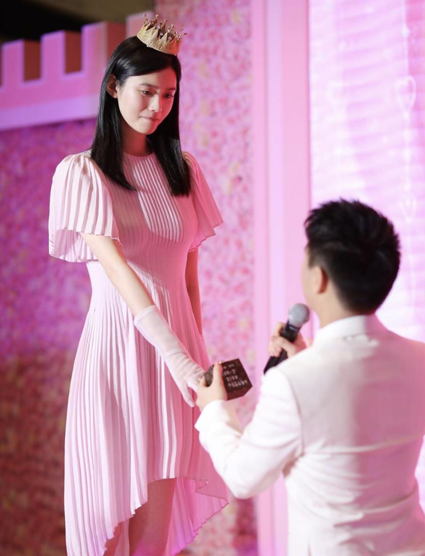 去年5月向奚夢瑤求婚