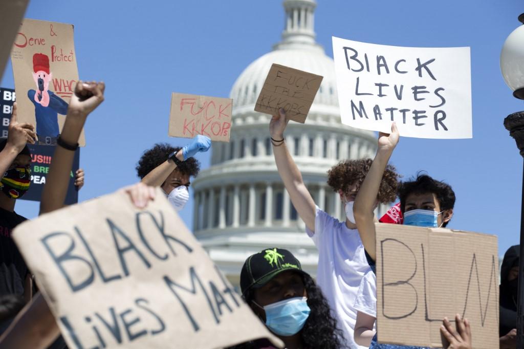 事件觸法大規模示威