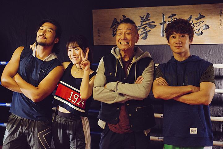 (左二)王敏奕