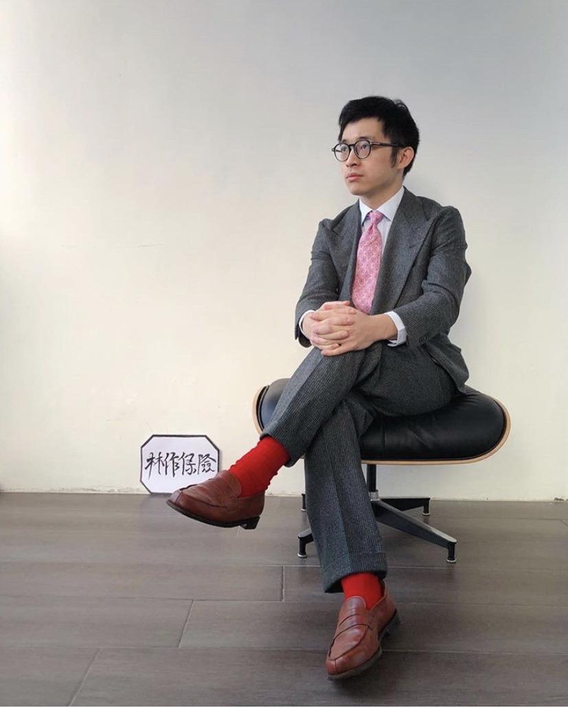 粉紅Tie襯紅色襪的品味⋯⋯