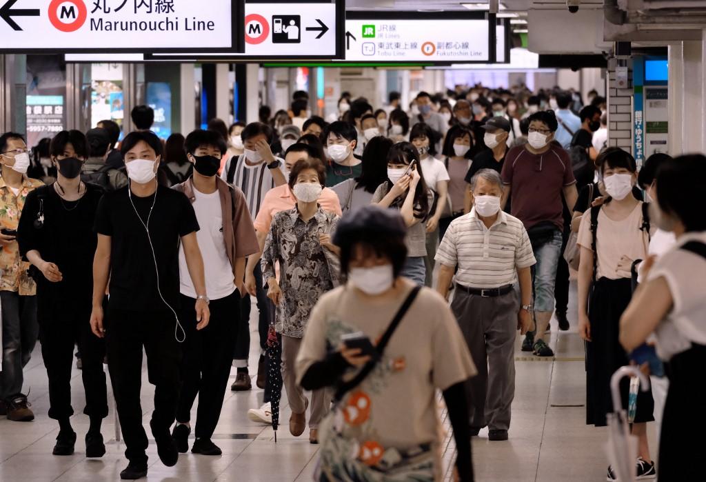 東京都增463人確診新冠病毒 或自行頒布緊急狀態