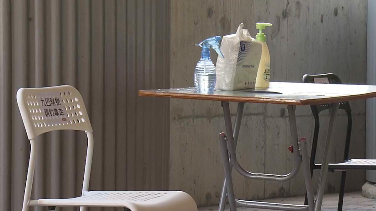 運輸署去信九巴稱未授權巴士總站放椅子供市民午膳