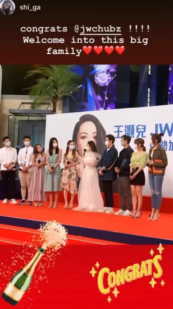 JW離巢加盟星夢爭一姐 新娘look現身記者會笑爆網民