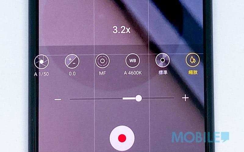 ▲推拉桿方式操作拍片變焦,方便單手使用