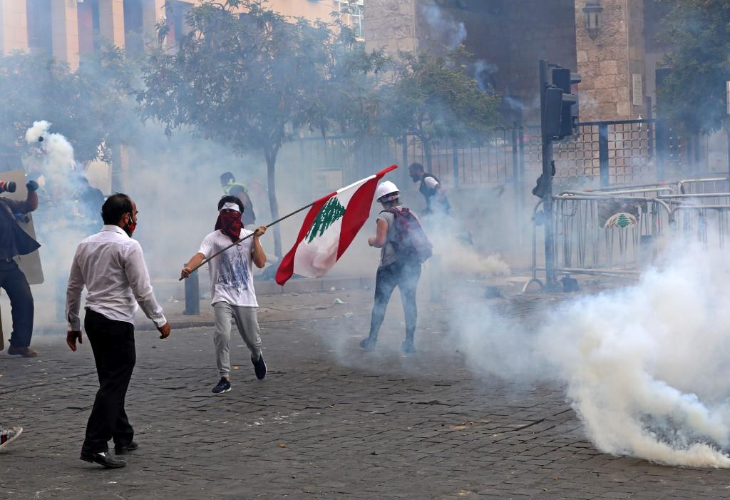 貝魯特有示威抗議政府貪腐導致港口大爆炸