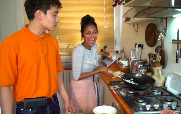蛋炒飯再挑戰!BBC女廚師拋鑊Fail Youtuber:我一早知佢扮勁