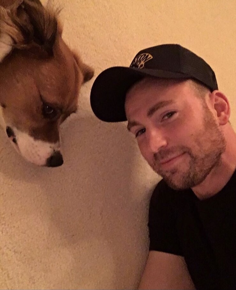 Chris Evans不時在IG晒愛犬相片