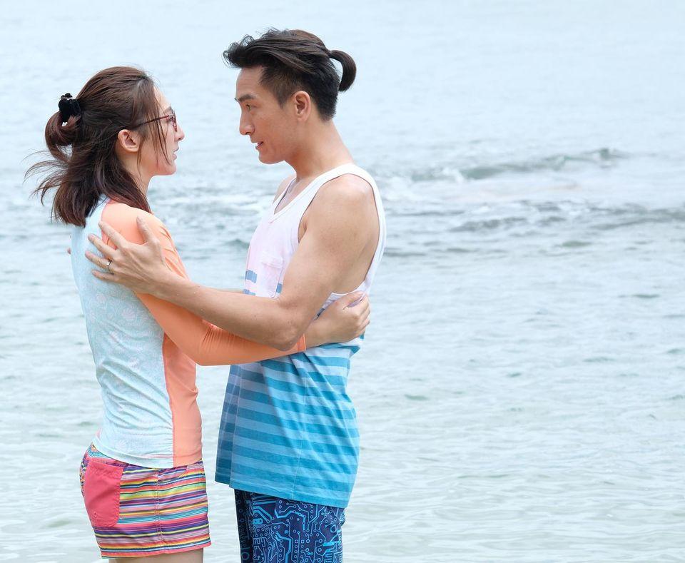 馬明與高Ling海邊浪漫擁抱