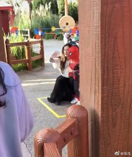 【全程遮樣】Angelababy帶3歲仔遊迪士尼 唔見老公黃曉明