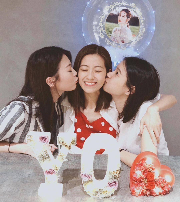 因拍劇與陳自瑤(中)及連詩雅(左)成為好姊妹