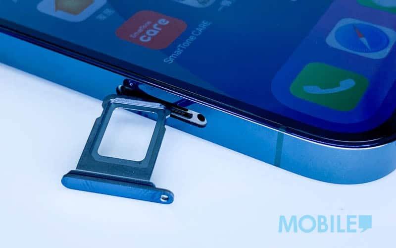 ▲ 配備兩面 Nano SIM 卡槽