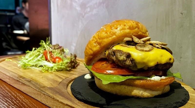 〈好食〉人氣手打Burger 銅鑼灣MOO MOO Plus