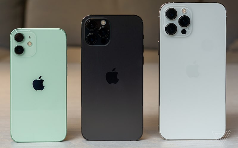 大細差幾遠?iPhone 12 Pro Max、iPhone 12 Mini 實機排住睇