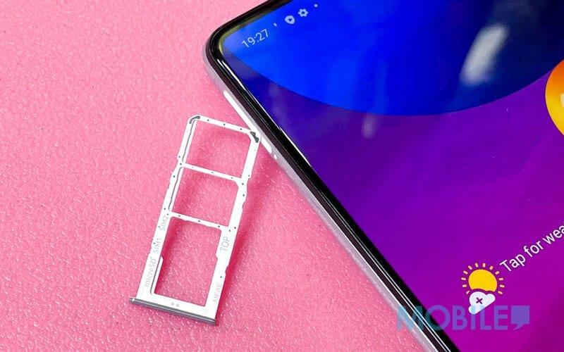 ▲實用獨立 Micro SD 跟雙 Nano SIM 卡槽設計。