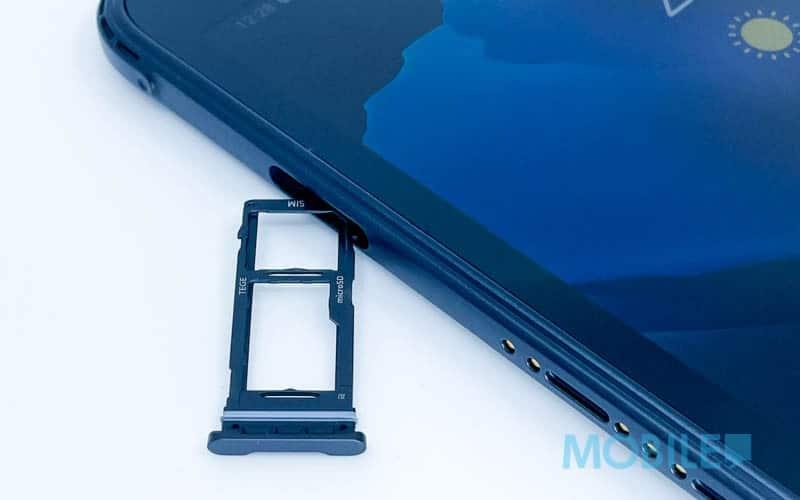 ▲ 具獨立 Micro SD 跟 Nano SIM 槽