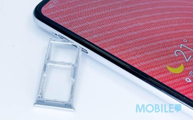 ▲ 配備 3 選 2 格式 Nano SIM/Micro SD 卡槽