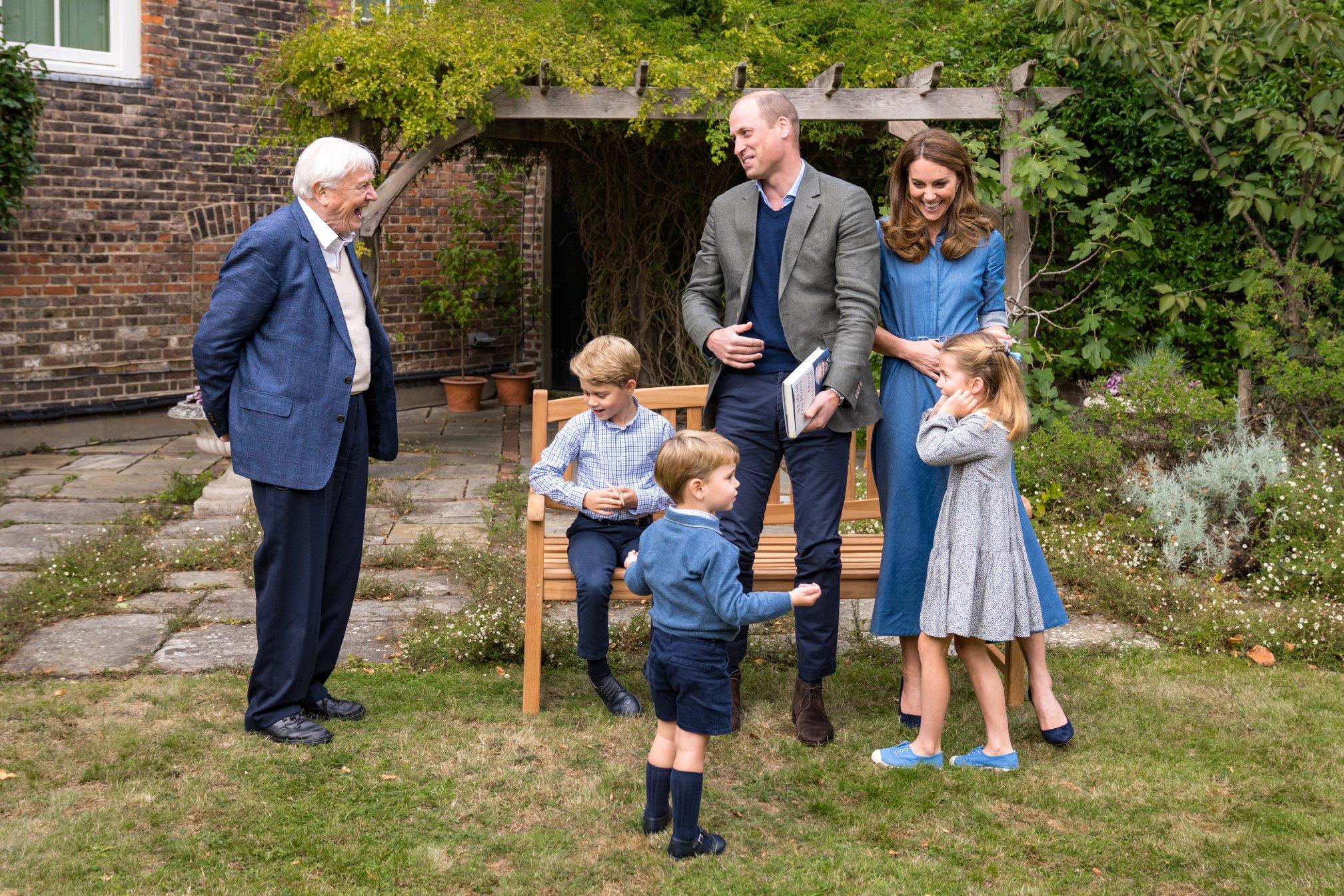 (圖右)威廉王子與老婆凱特公爵夫人及三位子女