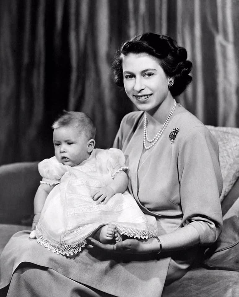 英女王與長子威爾斯親王查理斯